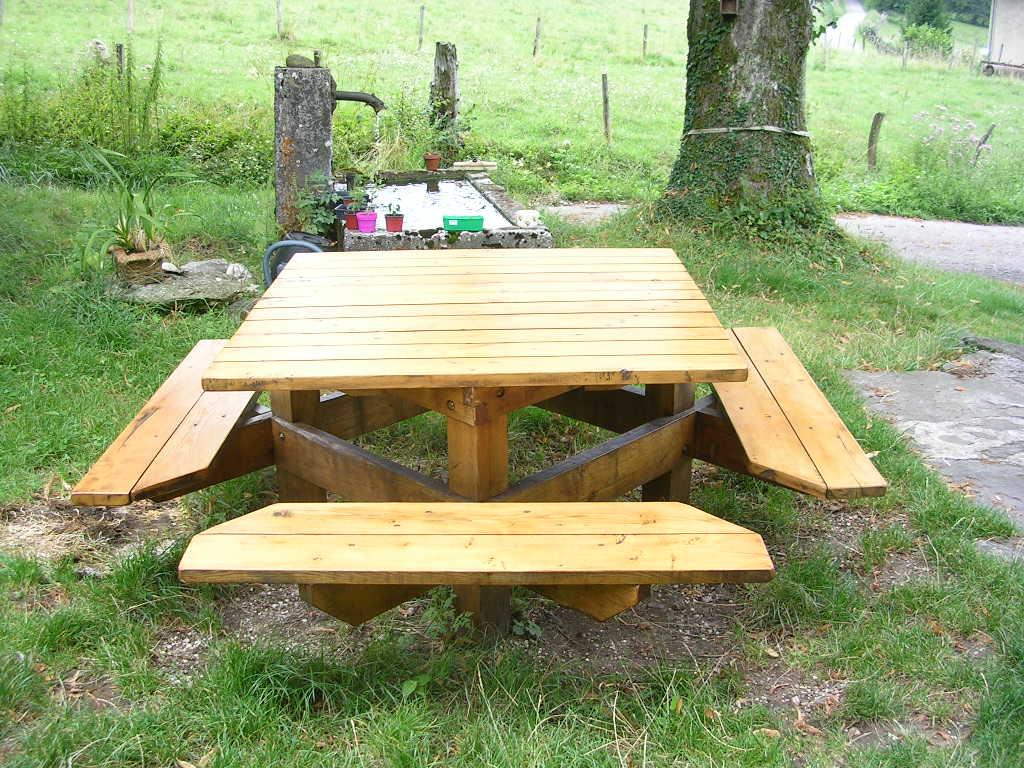 table de jardin en bois imputrescible. Black Bedroom Furniture Sets. Home Design Ideas